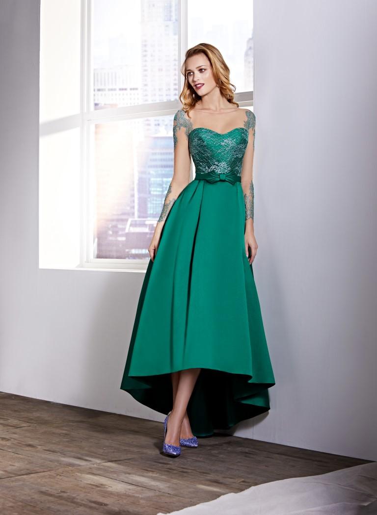 Vestido verde con fajin fucsia